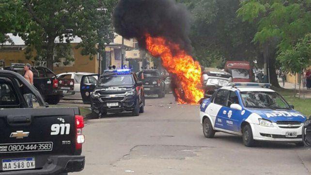 Una nena de 5 años murió atropellada y le incendiaron el auto al conductor