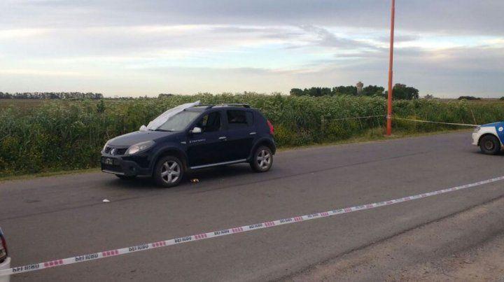 El vehículo atacado. Un hombre murió y otro resultó herido por la balacera en Alvear.