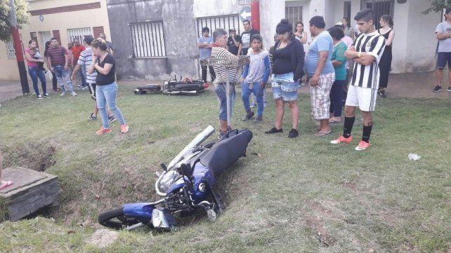 Un violento choque entre dos motos en zona oeste dejó dos muertos y un herido