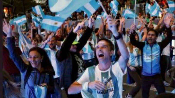 Los videos que muestran el entusiasmo de los argentinos que hoy participarán en la carrera.