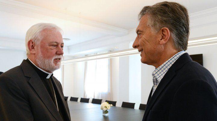 Saludo. Gallagher y Macri dialogaron sobre la marcha del gobierno.