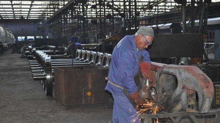 Avance. La fábrica de vagones de María Juana pasó de hacer reparaciones a construir unidades nuevas.