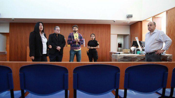 El ministro Pullaro (en el centro) junto a otras autoridades estuvieron ayer en el edificio de Virasoro y Mitre.