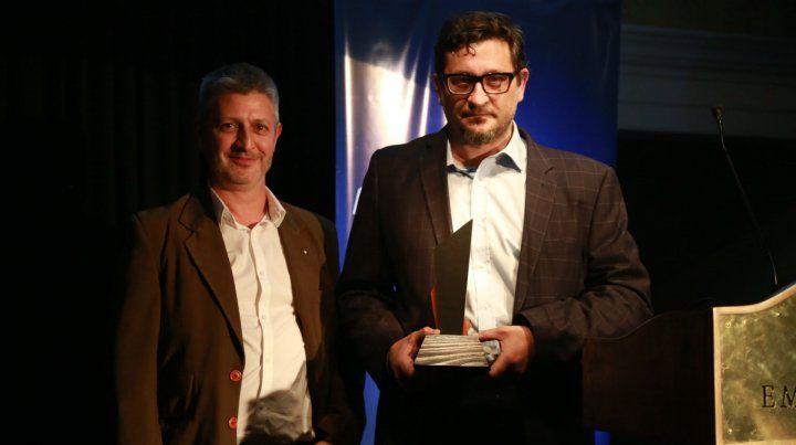 Lascano y de los Santos recibieron el premio de Fopea.