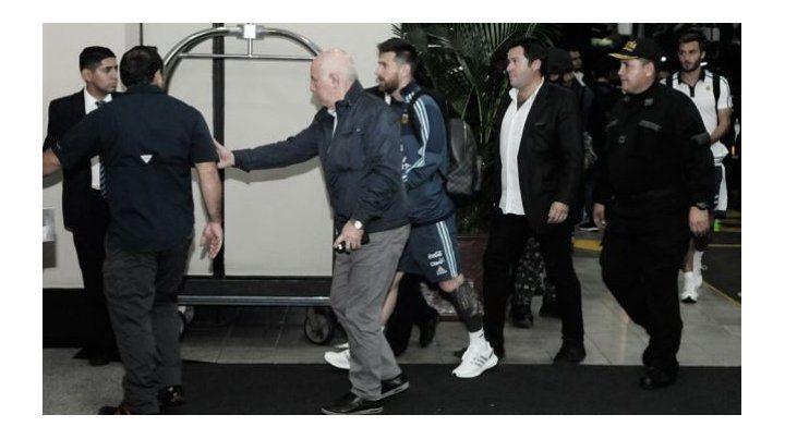 Messi arribó a Rusia custodiado por un fuerte operativo de seguridad