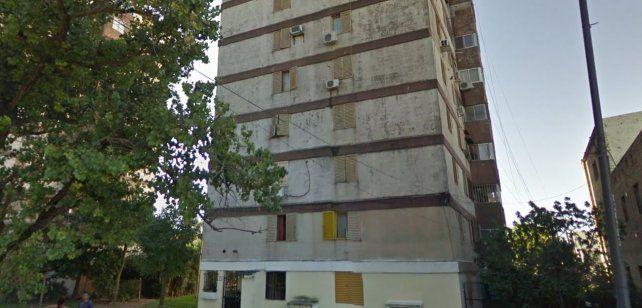 Una mujer murió al caer de un séptimo piso y su marido quedó detenido