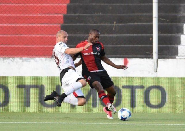 Newells no pudo quebrar a Patronato y se abrazó al empate en Paraná