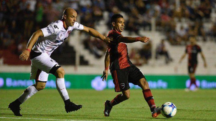 Punto y algo más. Newells logró sumar como visitante por primera vez en la Superliga.