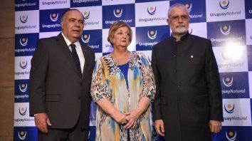 El embajador Héctor Lescano, la ministra Liliam Kechichián y el subsecretario de Turismo, Benjamín Liberoff durante la presentación.