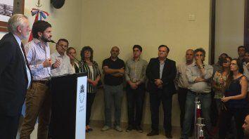 Pullaro acompañado por el ministro de Justicia y Derechos Humanos, Ricardo Silberstein, durante la conferencia de esta tarde. (Foto: vía Twitter @ocherep)