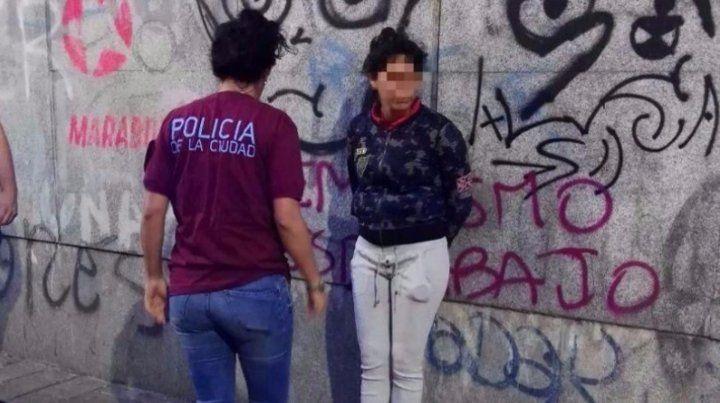 Detienen a dos chicas por prender fuego a tres personas por despecho y venganza