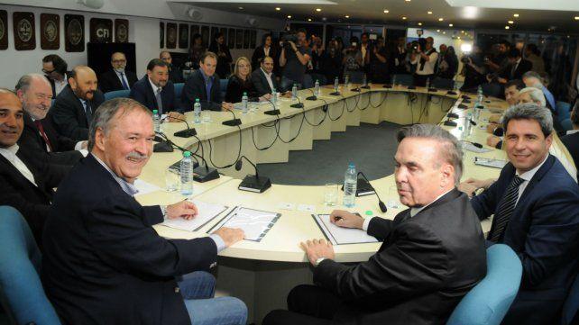 Los gobernadores peronistas y Miguel Lifschitz se reunieron hace una semana para sumar posiciones.