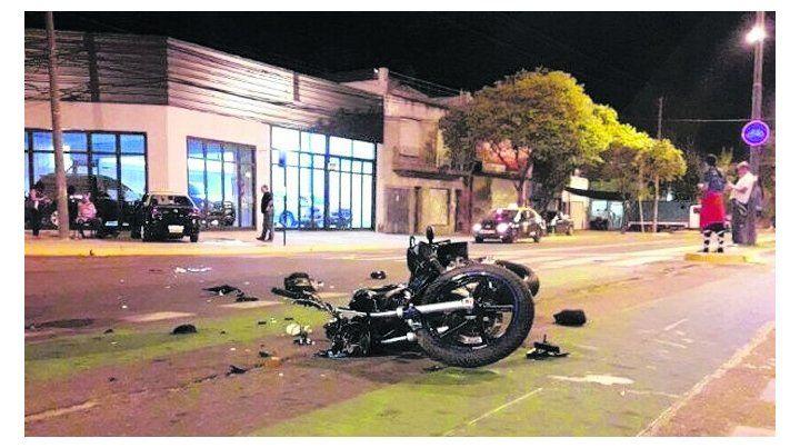 intersección fatal. La moto y el taxi