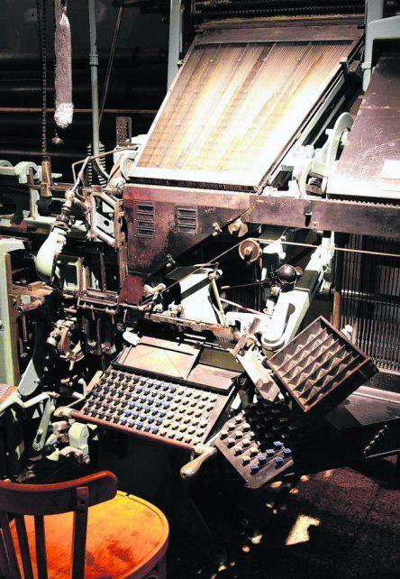 linotipo. La máquina funciona en el museo del diario.