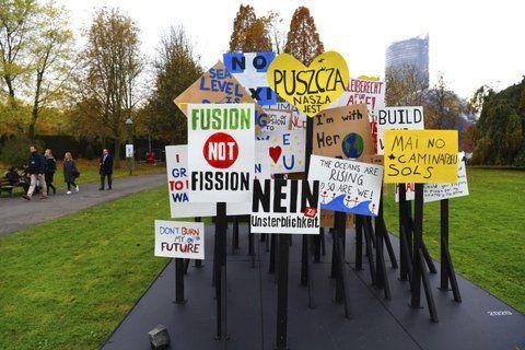no contaminarás. Militantes ecologistas protestan en Bonn.