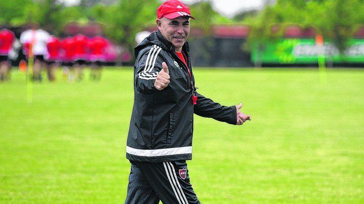 DT optimista. Juan Manuel Llop confía en que Newells seguirá creciendo como equipo.