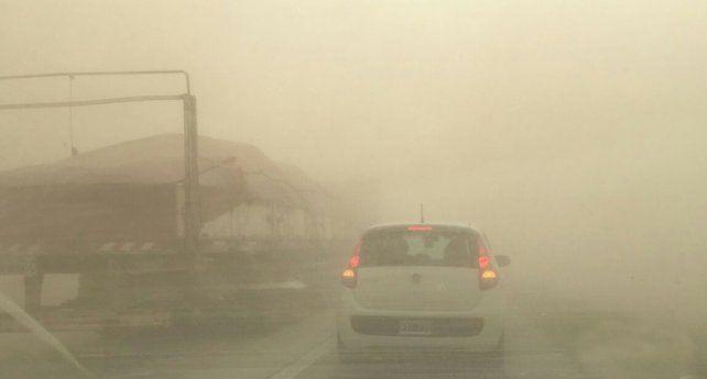 Visibilidad reducida. Las impactantes imágenes de la autopista a Córdoba.