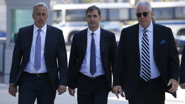 Burzaco junto a sus abogados.
