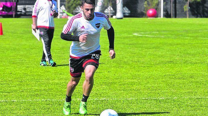 Adentro. Valenzuela regresa a la titularidad ante la ausencia de Ferroni. El lateral debe levantar su nivel de juego.