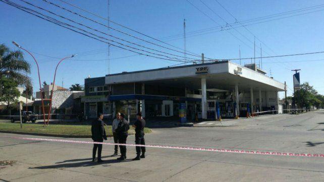 La policía trabaja en la esquina de Lagos y Tucumán