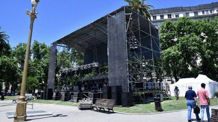 Un misterioso escenario en la plaza San Martín
