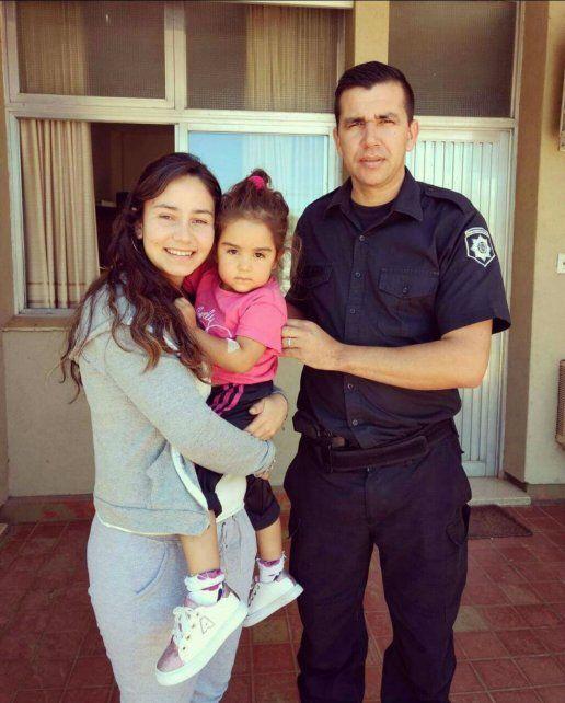 El oficial de policía Sergio Aranda le salvó la vida a una niña de tres años que se cayó en una pileta.
