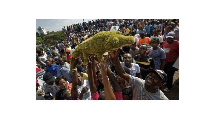 Bienvenida. Partidarios del Cocodrilo celebran en las calles.