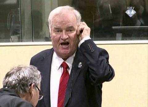 Veredicto. El ex general serbiobosnio fue expulsado de la sala tras comenzar a gritar contra los jueces.
