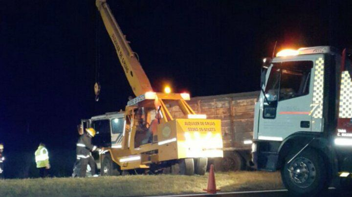 Una grúa trabajó en el lugar para poder mover los vehículos.