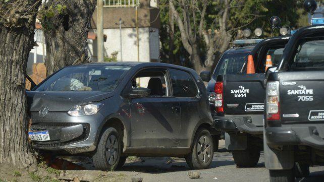 Estrellado. El Volkswagen Up en el que iban los dos jóvenes asesinados.