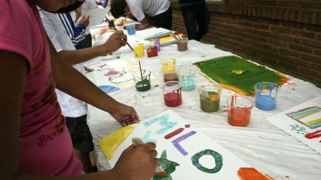 Milo Lockett llevó su arte y color a una escuela especial de Baigorria