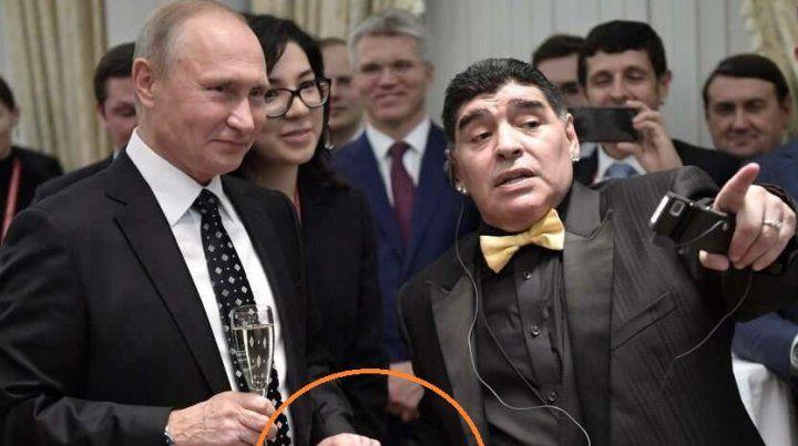 Encuentro cercano. Maradona y Putin incluso se tomaron de la mano.