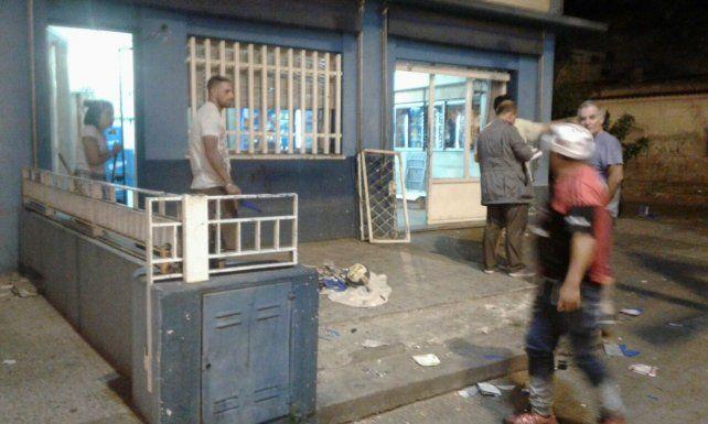 El local. El maxikiosco fue asaltado y vandalizado por hinchas de Newells.