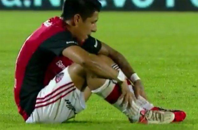 Afuera. Brian Sarmiento sintió una molestia y fue reemplazado por Héctor Fértoli.