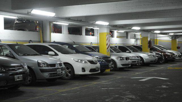La necesidad de resguardar el auto en una cochera implica desembolsar cada vez más dinero.