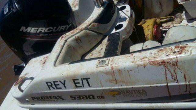 La lancha en la que fue encontrado golpeado Matías Messi.