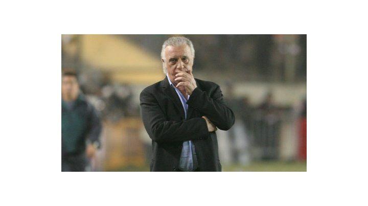 Alfio Basile: El 9 debe ser Higuaín o Agüero