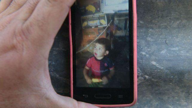 El niño que fue baleado anoche en la zona oeste.