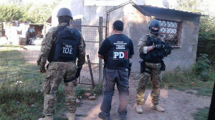Detenidos, secuestro armas, drogas y autos en operativos en Rosario, Firmat y Piñero