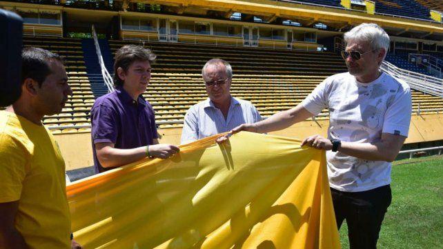 Los dirigentes de Central, con una franja de la bandera.