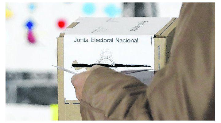 Los ciudadanos comunes votan cada dos años y los grupos de interés votan todos los días por medio de una serie amplia de recursos.
