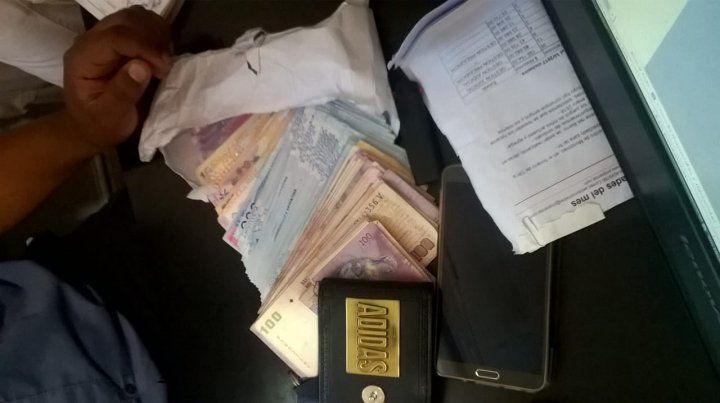 Los agentes policiales recuperaron lo que habían robado en la salidera bancaria en pleno centro.