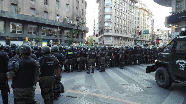 Fuerzas de seguridad. El increíble despliegue de Gendarmería en el microcentro porteño.