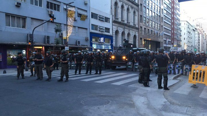 A la cárcel. Seis personas resultaron detenidas luego de la manifestación que tuvo incidentes.