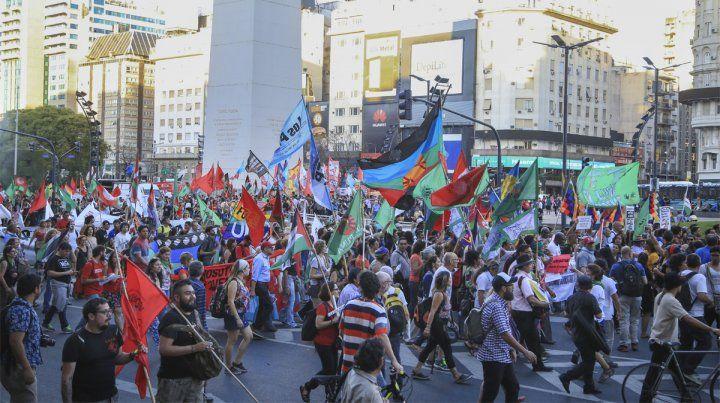 Marcha. Miles de personas se manifestaron en rechazo a la cumbre de la OMC.
