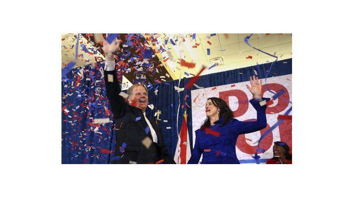 Festejo. Jones recuperó para los demócratas una banca en el Senado que no conseguían desde hacía 25 años.