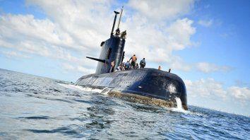 un submarinista advirtio que los seguia un helicoptero britanico