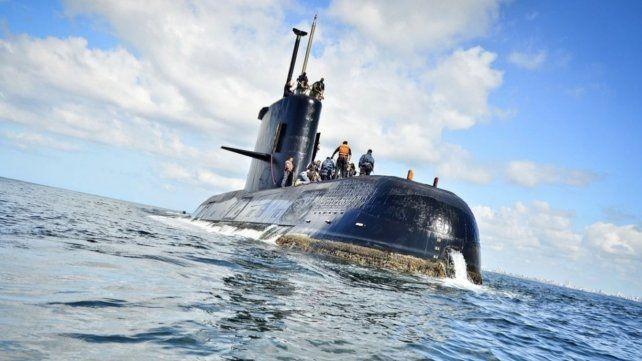 Uno de los submarinistas advirtió que los perseguía un helicóptero británico