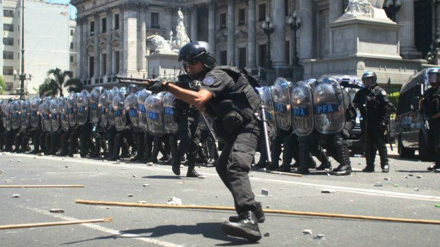 Represión. En los alrededores del Congreso ayer se vivieron momentos de mucha tensión.