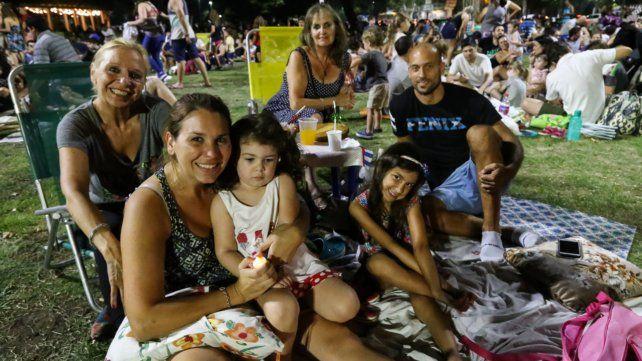 Gran convocatoria en el Mercado del Patio para el último picnic nocturno